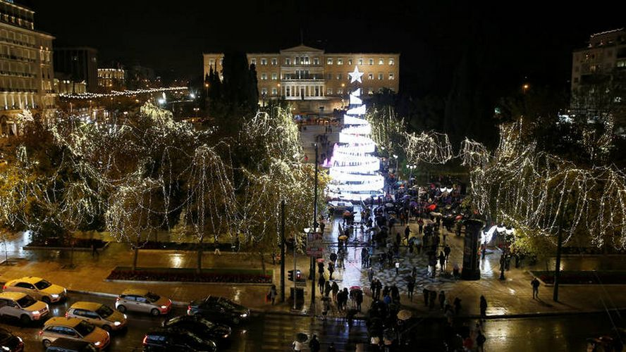 2018 12 11T192856Z 1989188873 RC155017E1F0 RTRMADP 3 CHRISTMAS SEASON GREECE TREE